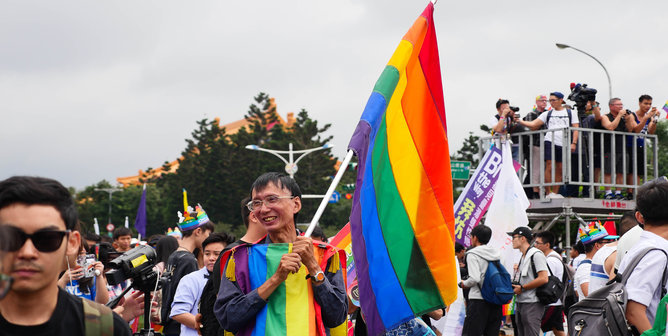 an argument in favor of the massachusetts law allowing homosexual marriage Massachusetts - in 2003, massachusetts became the first state to allow gay marriage after its highest court ruled the state's ban violated the constitutional rights of same-sex couples.