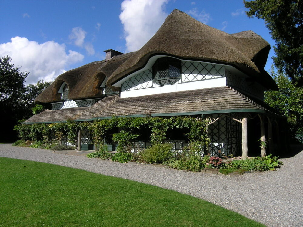 Swiss Cottage, a history of Cahir